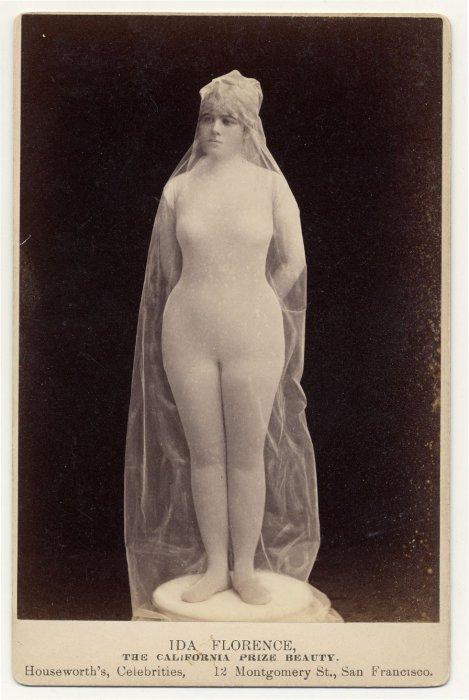 Ida Florence, выдающая себя за статую.