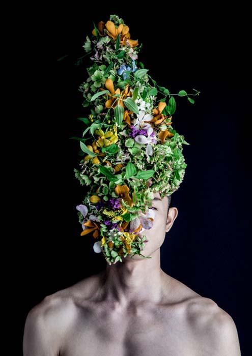 Шляпы из цветов и растений.