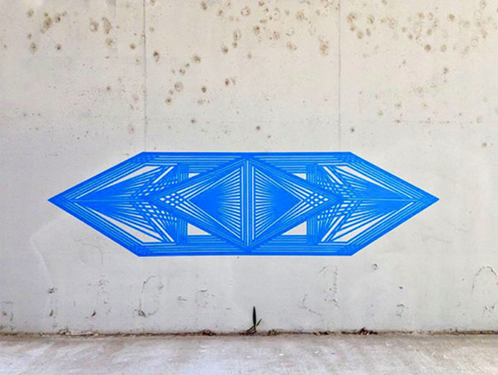 Стрит-арт из клейкой ленты.