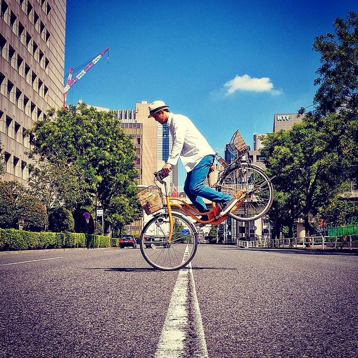 Оригинальные фото на велосипеде.
