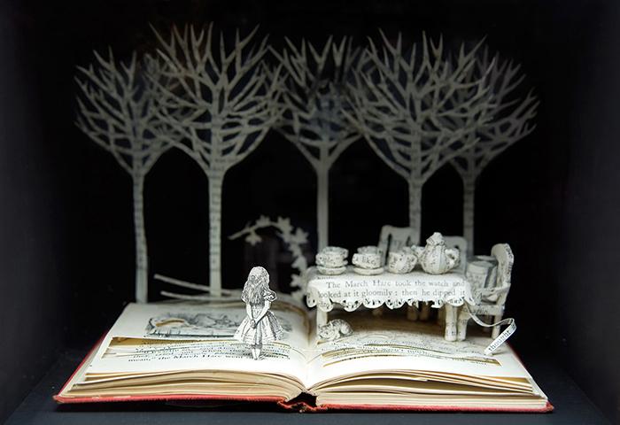 Скульптуры на книжных страницах.