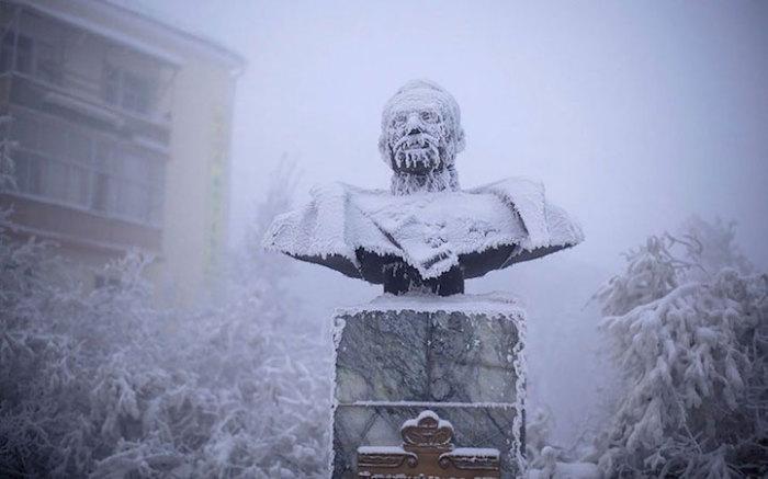 Серия снимков из зимнего Оймякона.