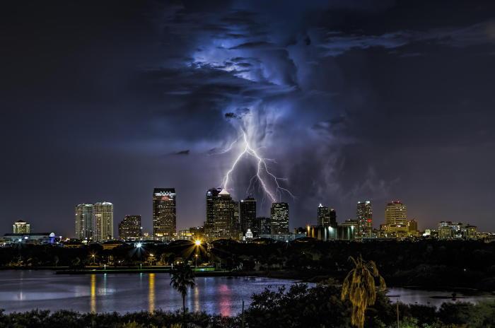 Завораживающие фото грозы над Флоридой.