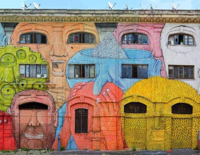 Яркое граффити от уличного художника Blu.