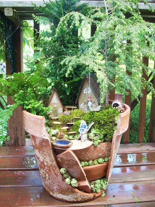 Мини-сады в разбитых горшках.