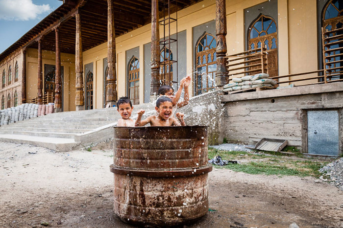 Таджикистан, Damon Lynch.