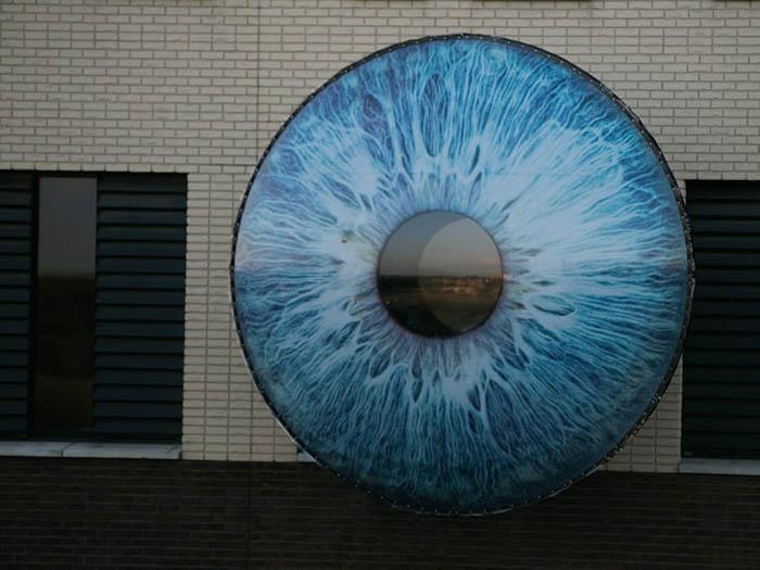 Смотровые площадки в виде глаз.
