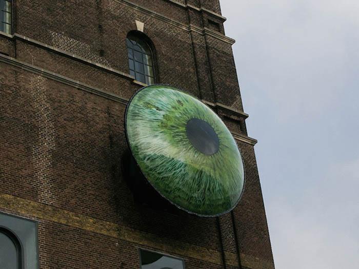 Смотровые площадки в виде огромных глаз.