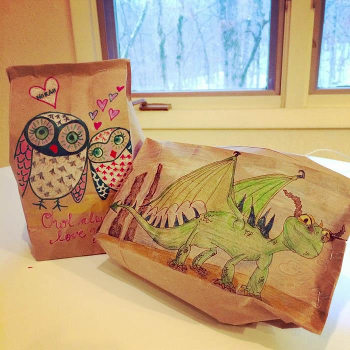 Рисунки на пакетах с бутербродами.