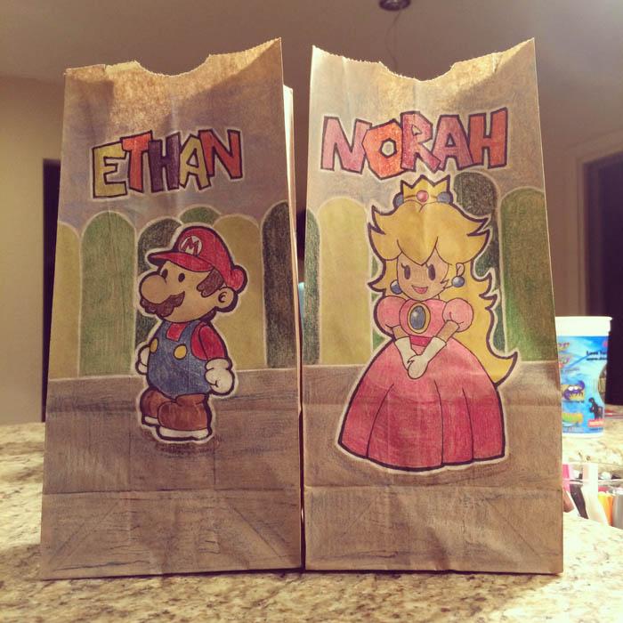 Расписанные пакеты для бутербродов.