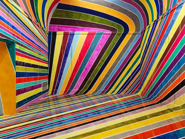 Яркие полоски на стенах от Markus Linnenbrink.