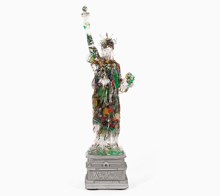 Необычная сувенирная Статуя Свободы.