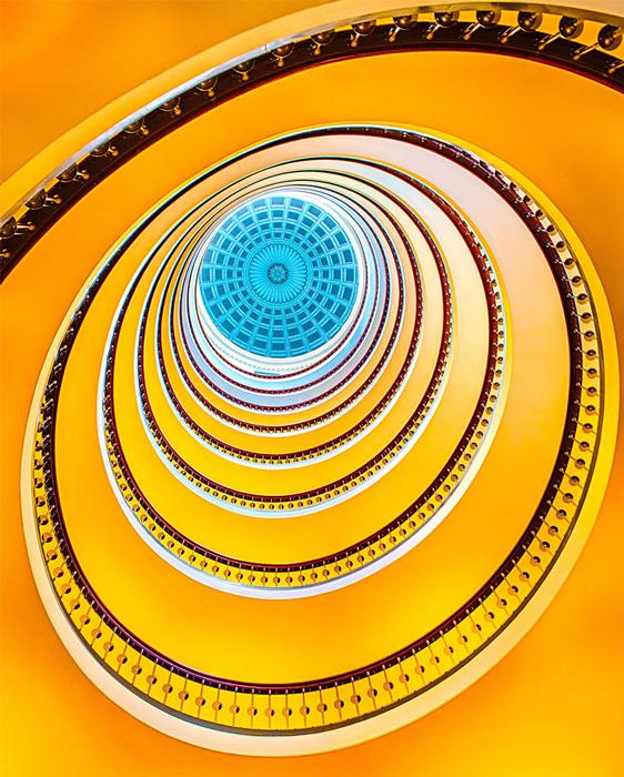 Фотографии винтовых лестниц.