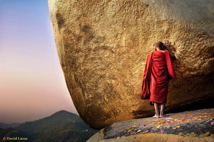 Монах у Золотого Камня.