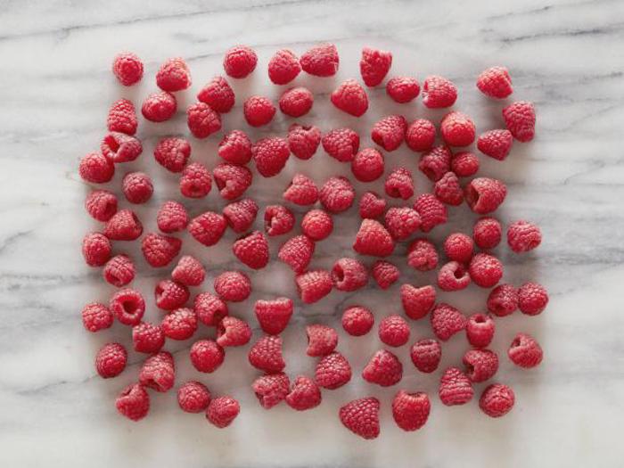 100 ягод малины - ровно 100 калорий.