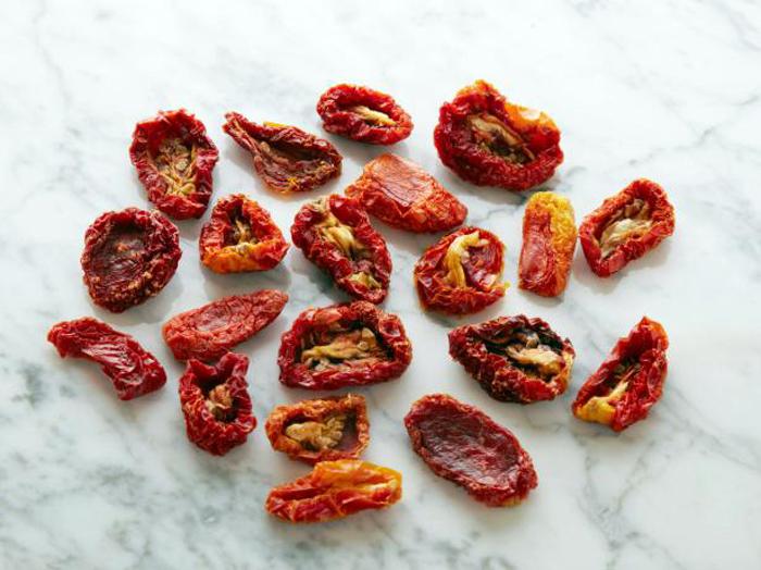 20 сушеных половинок томата = 100 калорий.