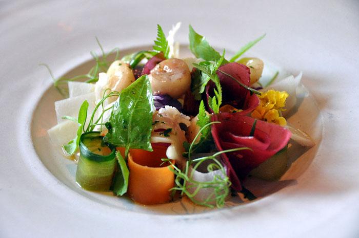 Блюдо из маринованных овощей.