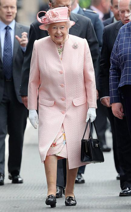 Сумочка королевы - не просто аксессуар.