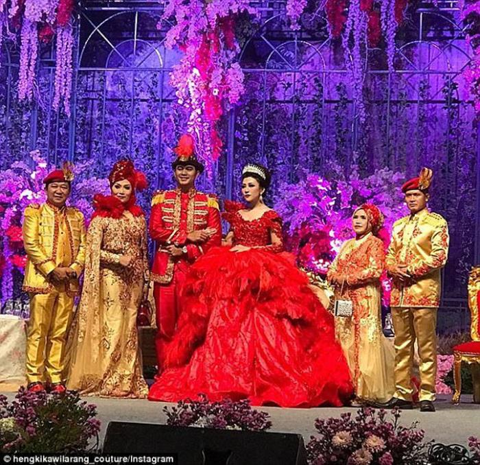 Торжественная свадьба в Джакарте.  Instagram hengkikawilarang_couture.
