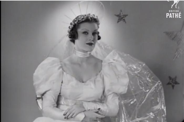 Стеклянное платье невесты.