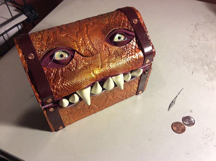 Коробочка с зубами.