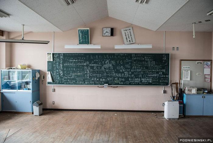 Занятия в школе были прерваны в самый разгар учебного дня.