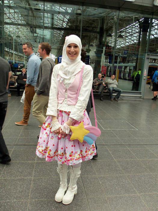 Детские сумочки и розовые рюшки.