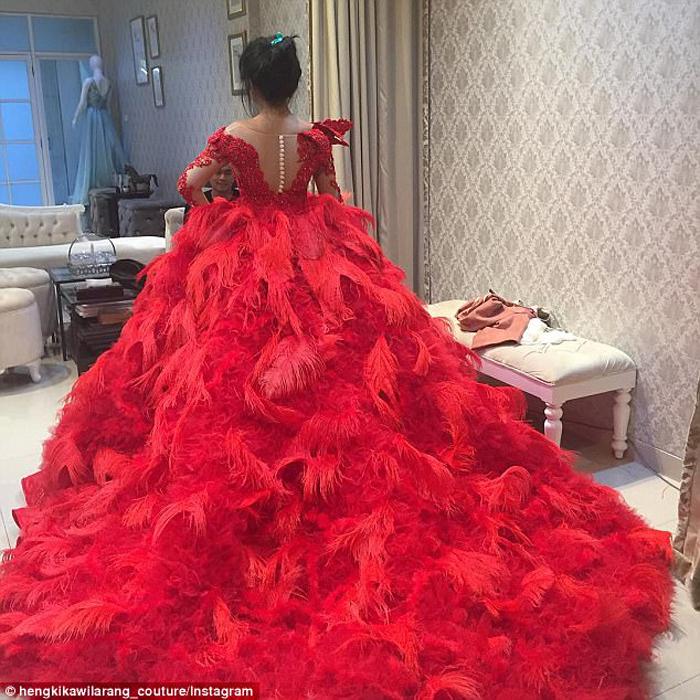 Красное платье от Хенги Кавиларанга. Instagram hengkikawilarang_couture.