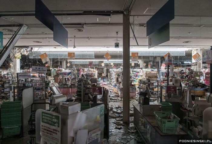 Еще одно фото из супермаркета напоминает кадр из постапокалиптического фильма.