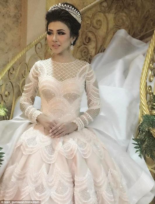 Уникальное платье, расшитое жемчужинами. Instagram ivan_gunawan.