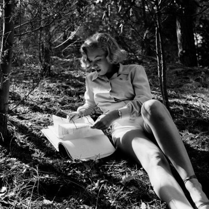 Мэрилин в лесу.