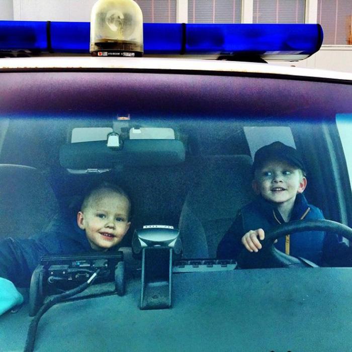 Полицейские нынче становятся все моложе и моложе.