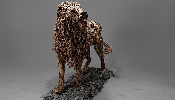 Лев с лохматой гривой. Автор: Джеймс Доран-Вебб.