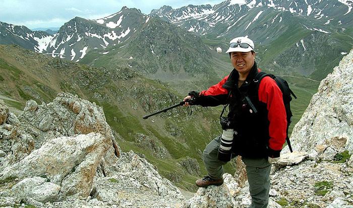 Ли Вайдонг исследует горы Тянь-Шань. Именно он сделал фотографии Или Пика.