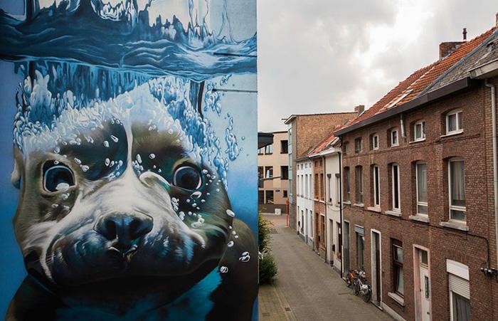 Жизнерадостный щенок на улицах Михелена