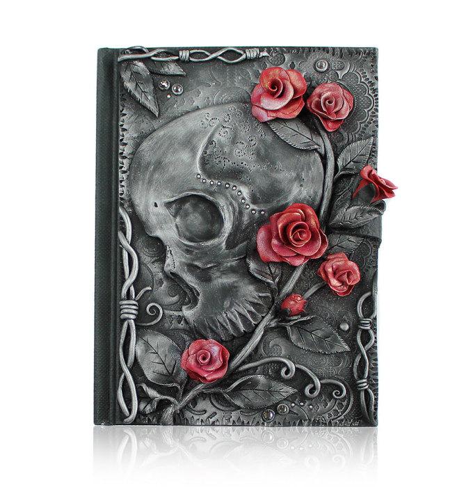 Череп и розы.
