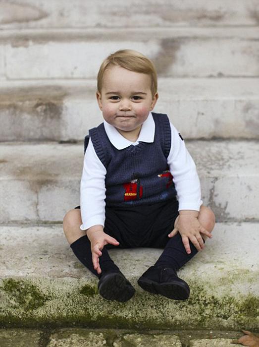 Рождественская фотосессия принца Джорджа  у Кенсингтонского дворца. 2014 г.