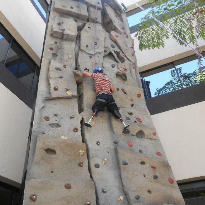 Несмотря на ранение, Темур не сдался, и стал покорять новые вершины.