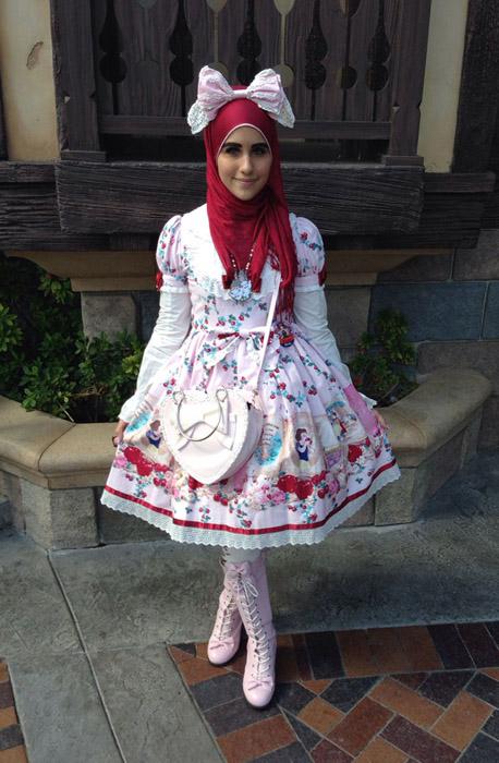 Алисса не перестает экспериментировать со своими нарядами.