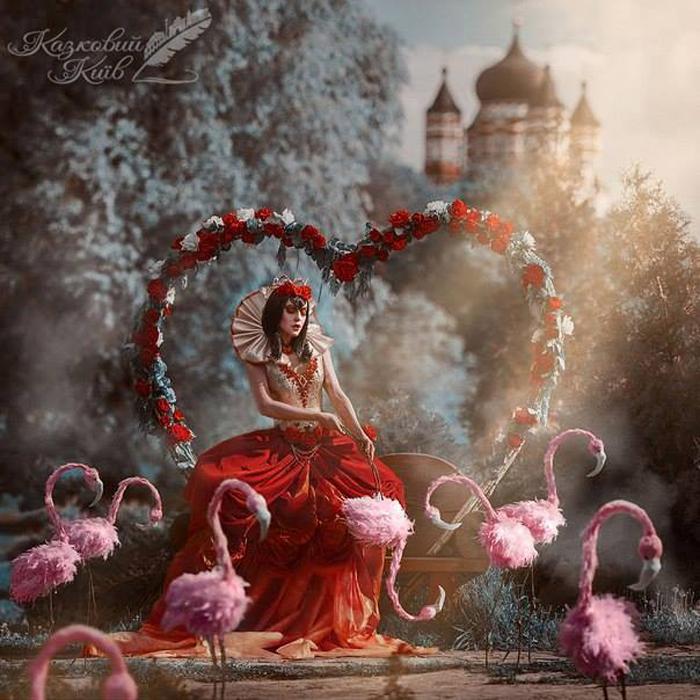 Красная Королева из Страны Чудес.