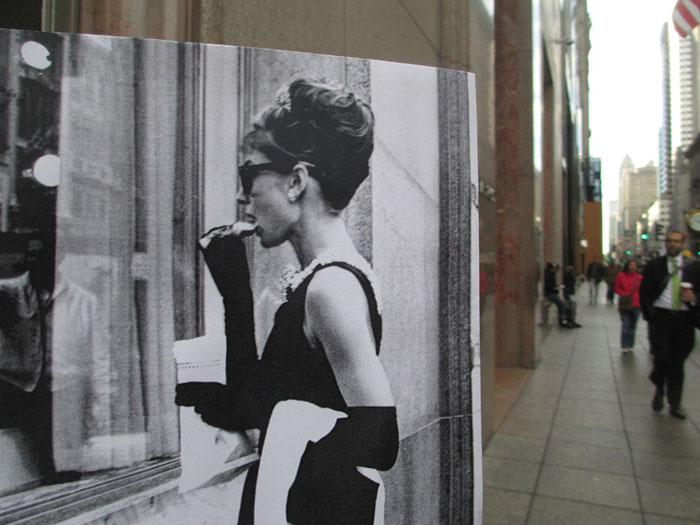 Одри Хепбёрн в фильме, уже ставшем классикой, «Завтрак у Тиффани».
