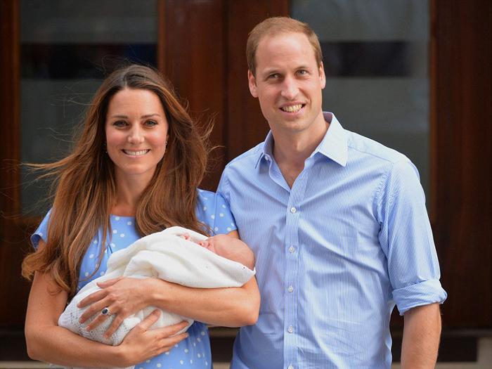 Принц Кембриджский Джордж Александр Луис был рожден в больнице Св.Марии в 16:24 22 июля 2013 г.