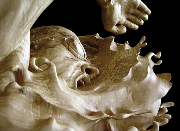 Скульптура из цельного куска древесины. Автор: стефани Рокнак.