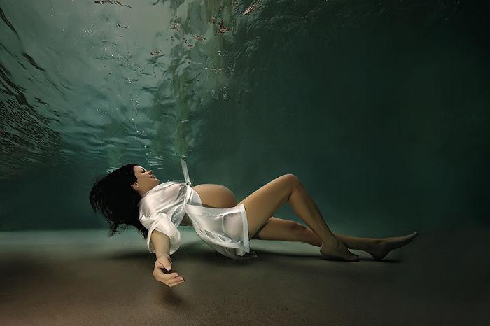 Чувственные подводные фотографии Адама Оприса.