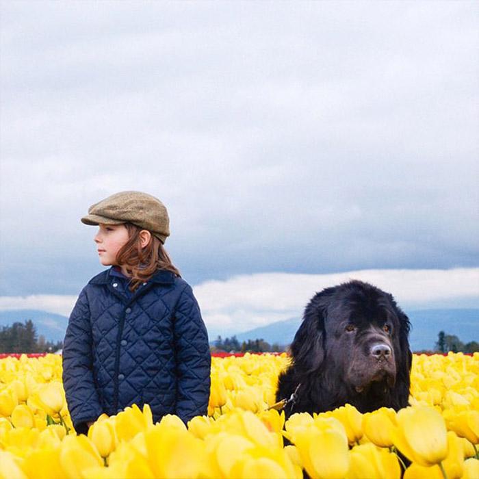 Джулиан и Макс на поле тюльпанов. Автор фото: Stasha Becker.