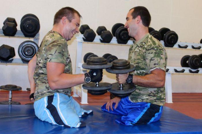 Вместе со своим другом Aleko Gitolendia Темур начал проект, помогающим раненым солдатам поверить в себя.