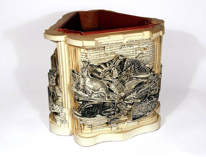 Book carving от Брайана Деттмера.