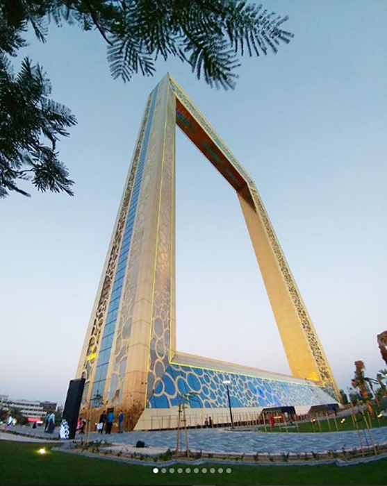 Рамка Дубая символически объединяет прошлое и будущее города.