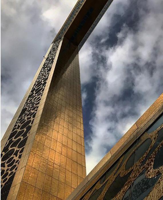 В высоту Рамка Дубая достигает 150 метров.