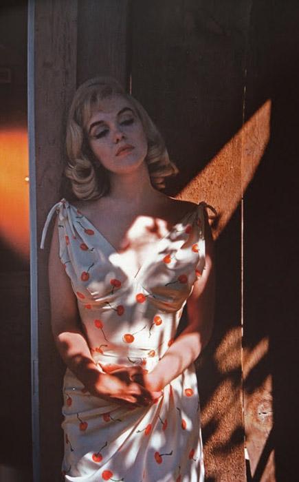 Цветное фото со съемок фильма.   Автор фото: Eve Arnold.